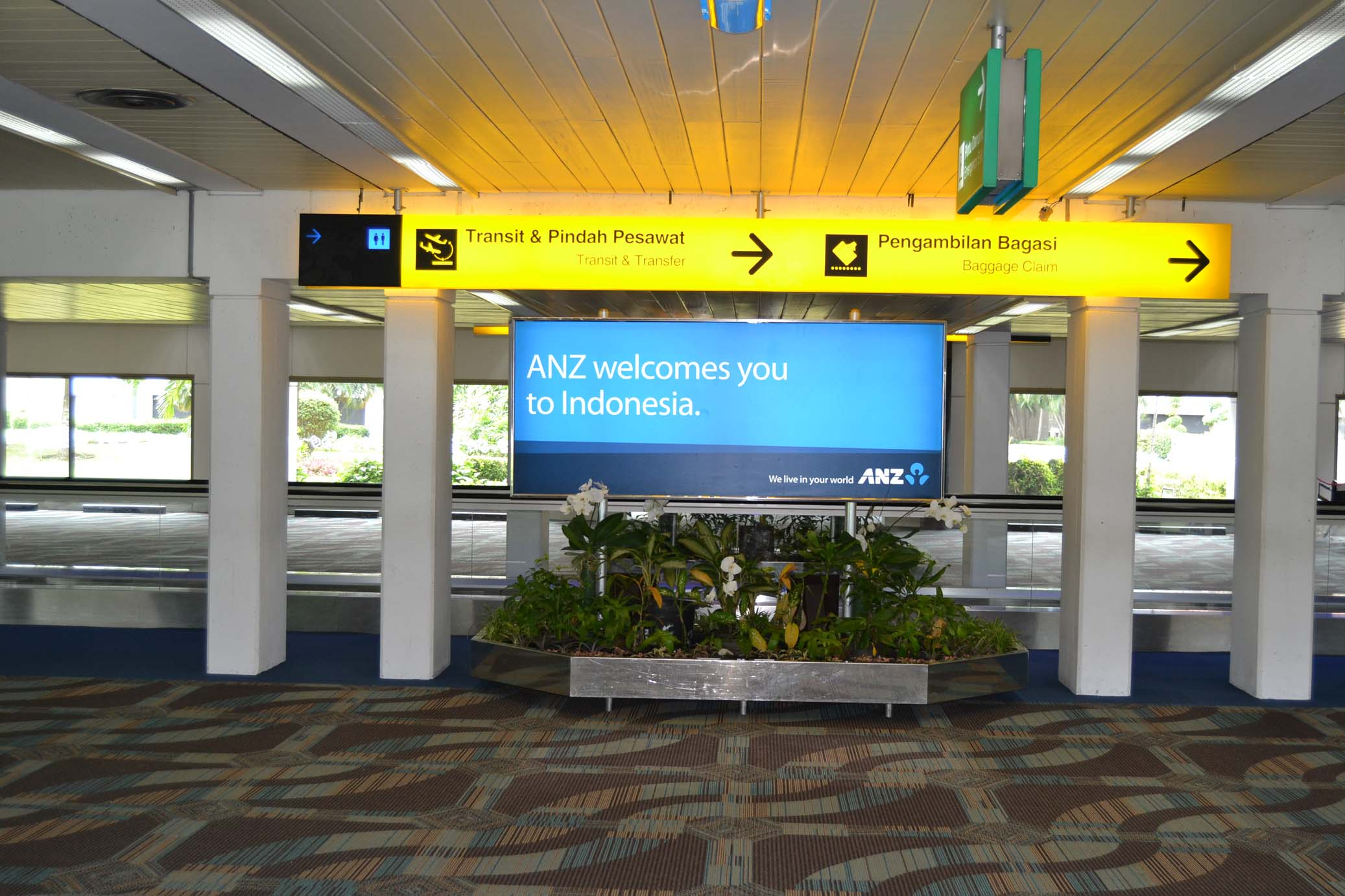 Plasma Airport - Plasma Outdoor Advertising